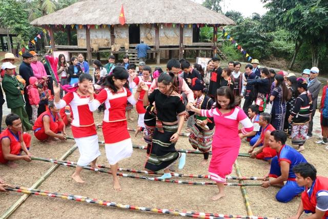 Tái hiện Lễ ăn đầu lúa mới của dân tộc Raglai tại Hà Nội